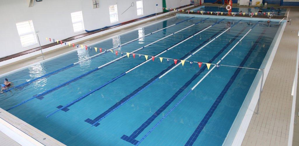 Piscina municipal piscina municipal de la seu duurgell for Piscinas municipales palma